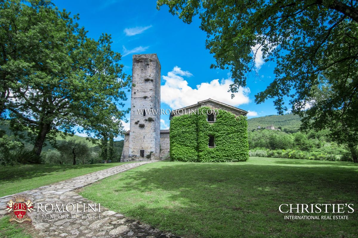 FARMHOUSE WITH CHURCH AND MEDIEVAL TOWER IN UMBRIA