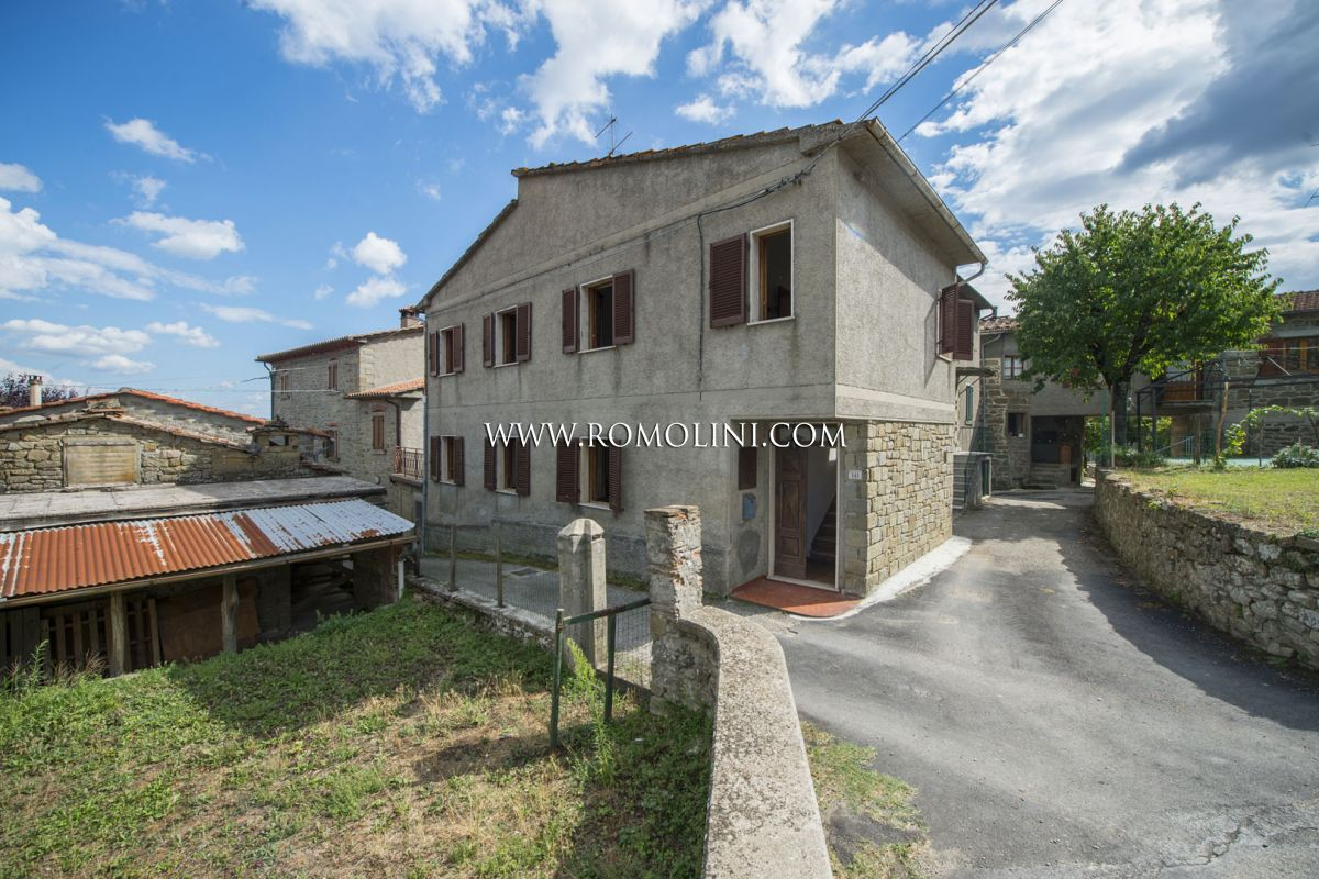 SEMI-DETACHED HOUSE FOR SALE IN CAPRESE MICHELANGELO