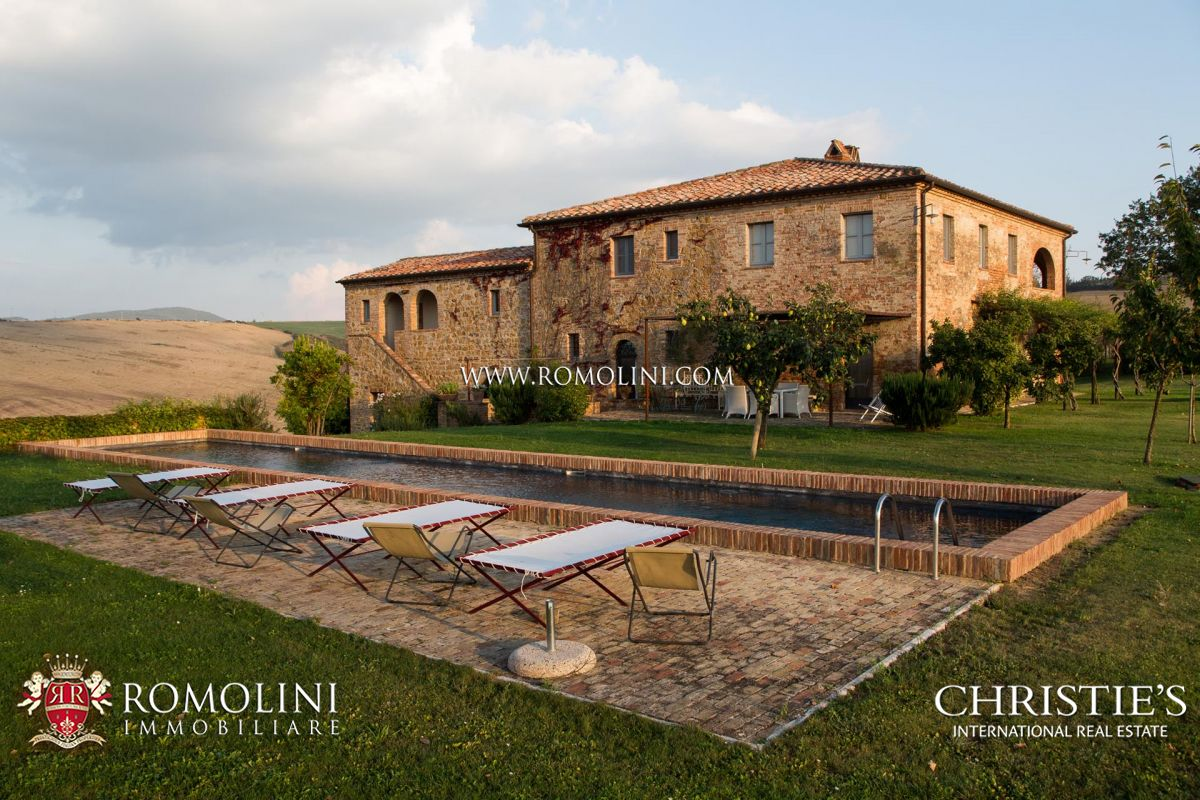 WINE ESTATE (4.4 HA VINEYARD) FOR SALE IN MONTALCINO, VAL D'ORCIA