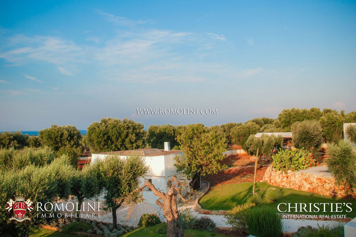 VILLA WITH GARDEN FOR SALE IN OSTUNI, APULIA