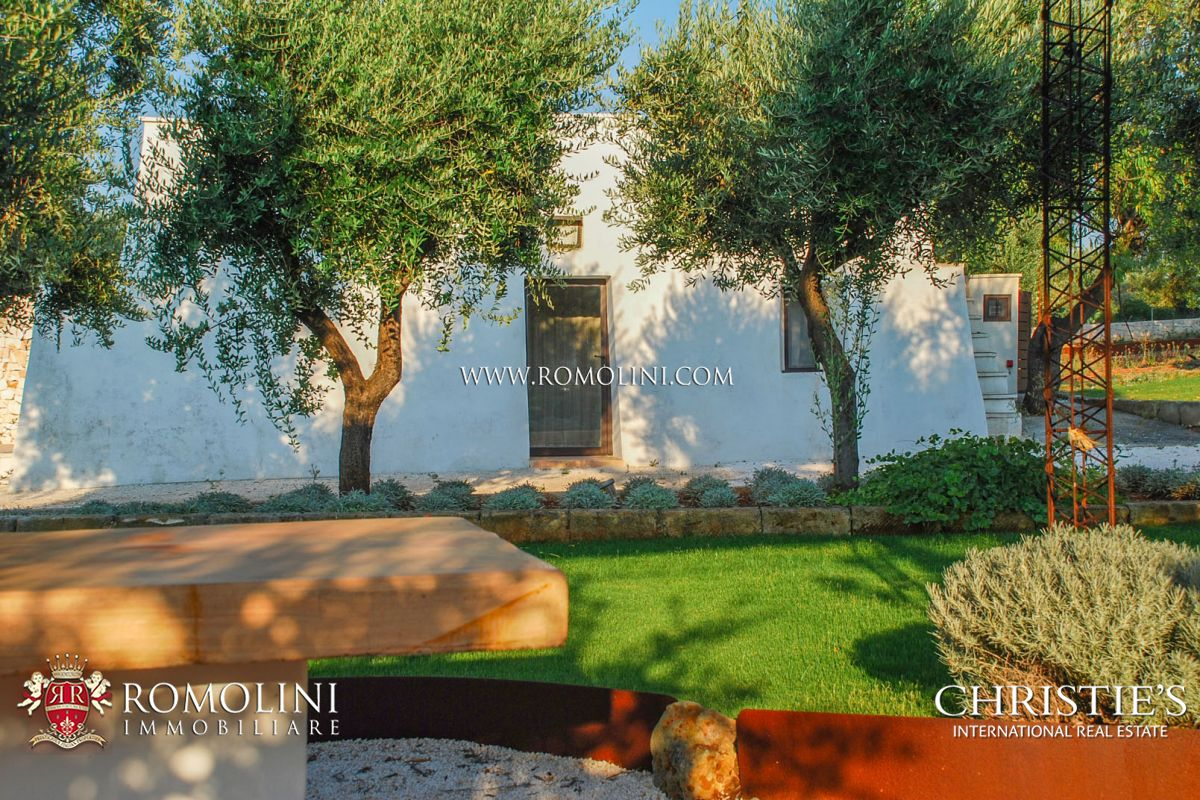 B&B WITH POOL FOR SALE IN APULIA, ITALY