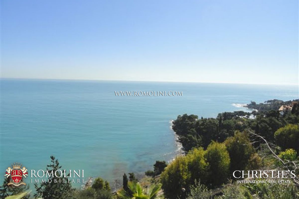 Villa with sea view for sale in Liguria