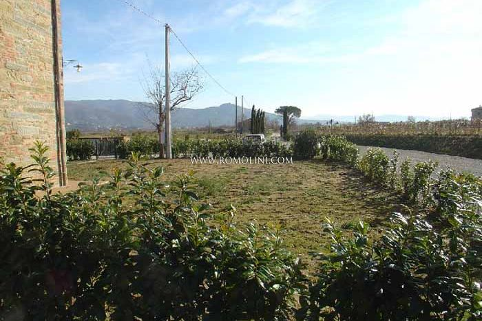 APARTMENTS WITH GARDEN AND POOL FOR SALE CORTONA TUSCANY