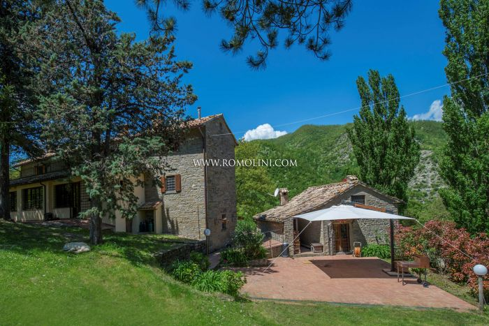 ESTATE WITH SMALL HAMLET FOR SALE IN LE MARCHE