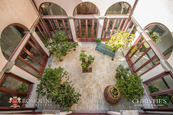 FLORENCE: PRESTIGIOUS HISTORICAL VILLA WITH CHURCH AND PARK