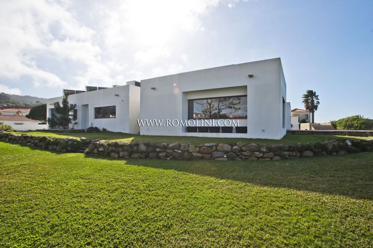 SEA VIEW VILLA FOR SALE IN COLARES, SINTRA, PORTUGAL