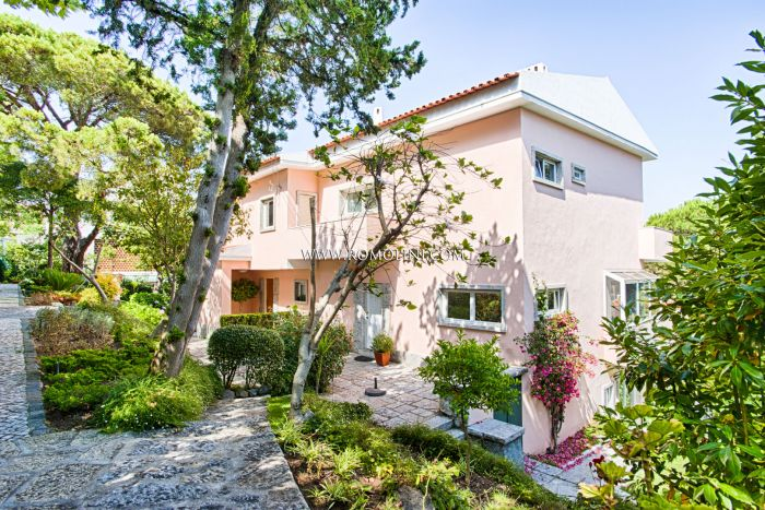 VILLA WITH GARDEN FOR SALE IN ESTORIL, CASCAIS, PORTUGAL