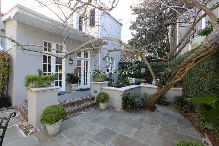 Villa with garden for sale in Charleston South Carolina