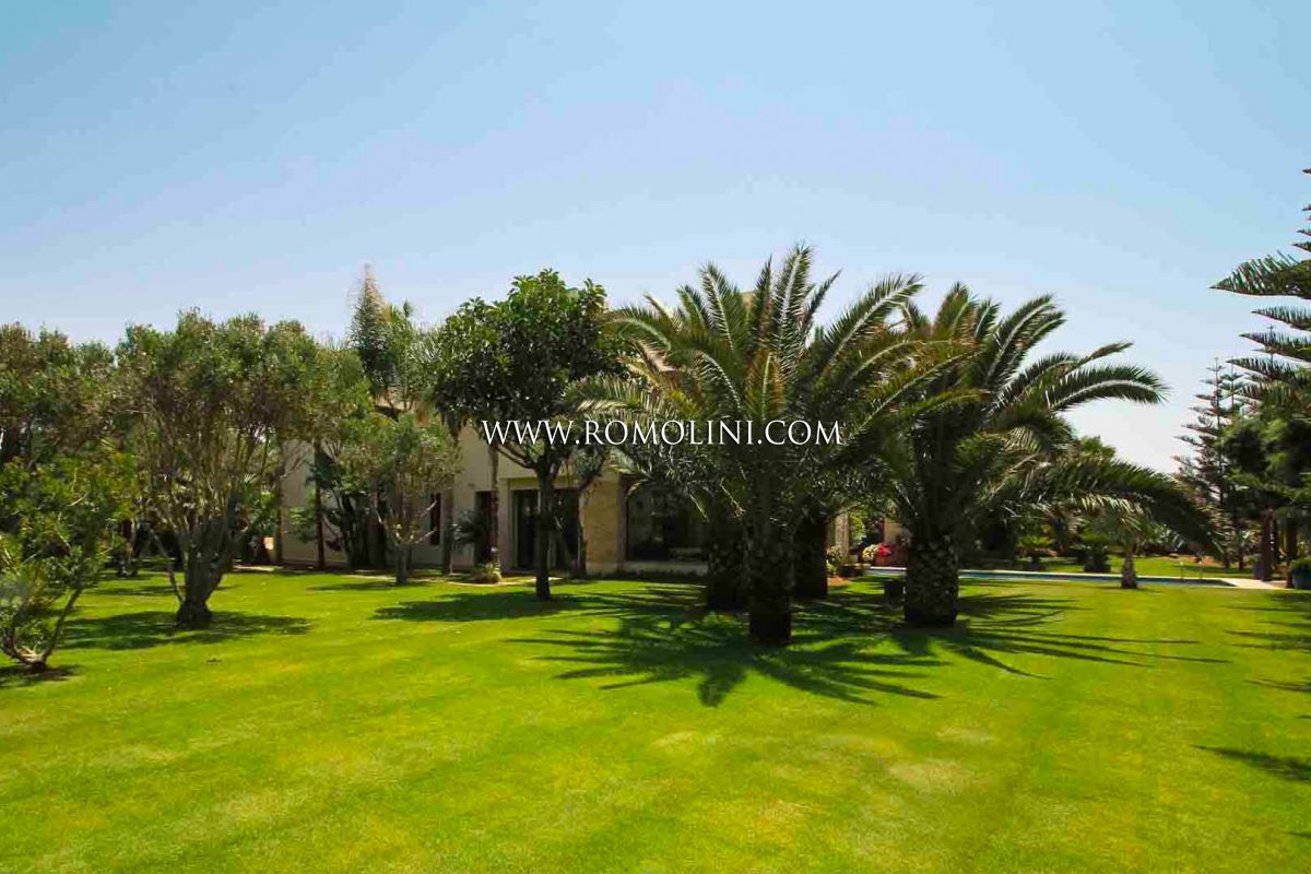 OCEANFRONT LUXURY VILLA FOR SALE IN EL-JADIDA, MOROCCO