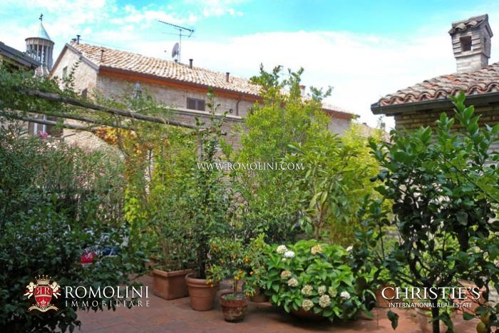 APARTMENT IN PRESTIGIOUS BUILDING WITH TERRACE FANO