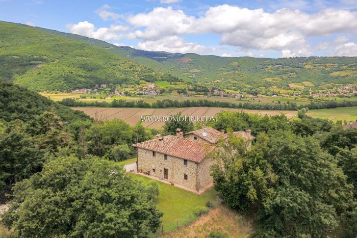 CITTÀ DI CASTELLO: COUNTRY HOUSE FOR SALE IN UMBRIA