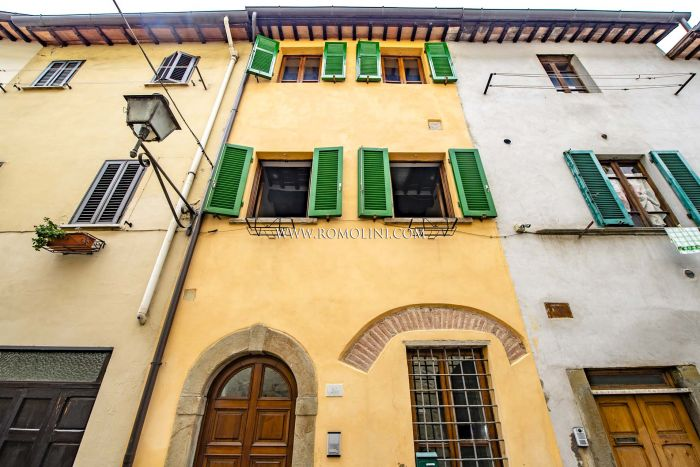 RESTORED TOWNHOUSE FOR SALE IN THE HISTORIC CENTER OF SANSEPOLCRO