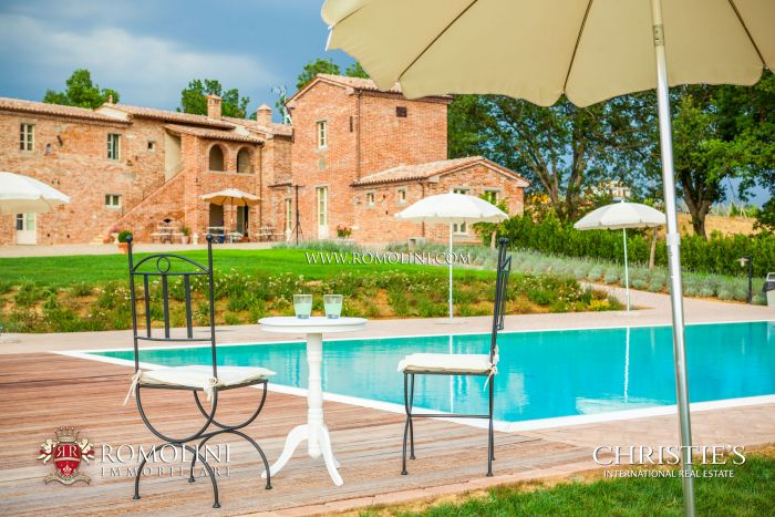 LUXURY COUNTRY HOUSE FOR SALE IN TUSCANY, SIENA