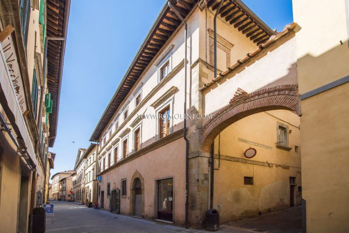 LUXURY APARTMENT FOR SALE IN THE HISTORIC CENTER OF SANSEPOLCRO