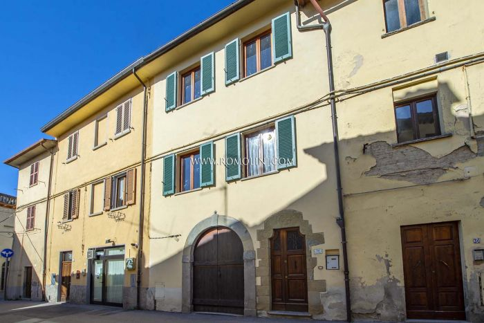 3-BEDROOM TOWNHOUSE FOR SALE IN THE HISTORIC CENTER OF SANSEPOLCRO, TUSCANY