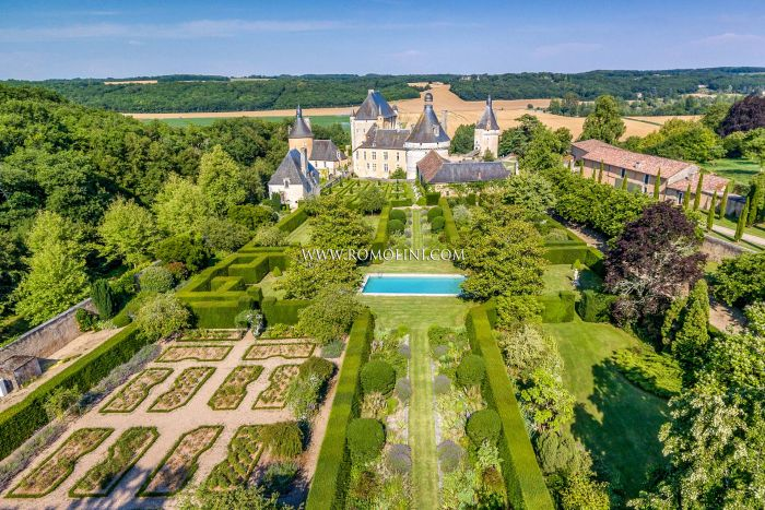 EXTRAORDINARY FRENCH CHÂTEAU FOR SALE NEAR POITIERS, NOUVELLE AQUITAINE
