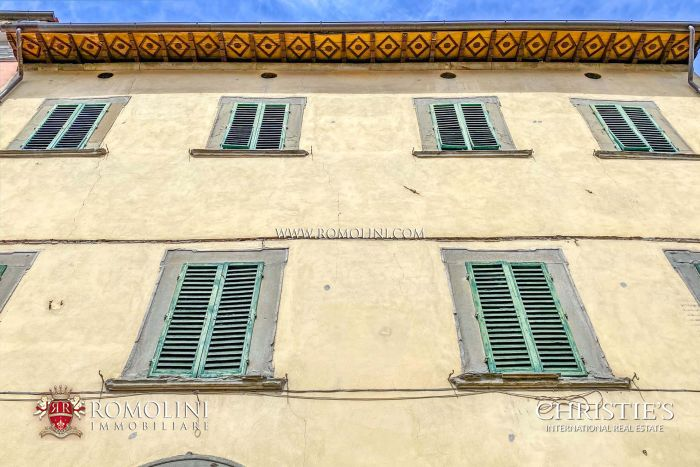 HISTORIC PROPERTY WITH GARDEN AND PARKING FOR SALE IN ANGHIARI