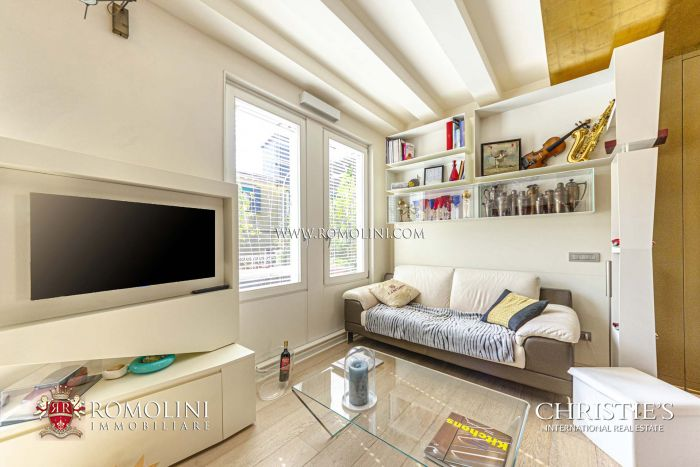 PENTHOUSE WITH TERRACE FOR SALE NEAR PIAZZA SAN MARCO, VENICE