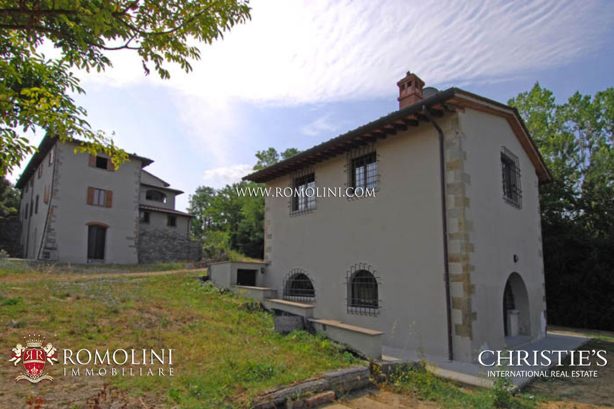 PRESTIGIOUS FARMHOUSE FOR SALE AREZZO TUSCANY