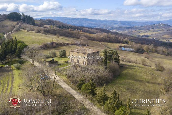 COUNTRY HOUSE, HORSE PROPERTY FOR SALE IN UMBRIA