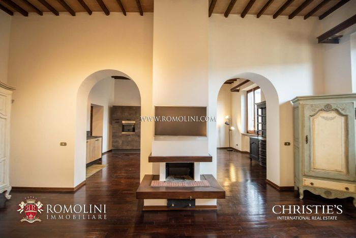 RESTORED 2-BEDROOM APARTMENT FOR SALE IN THE HISTORIC CENTER OF SANSEPOLCRO