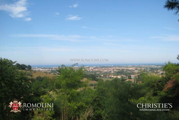 Fano 5 km from the sea villa on the sea for sale