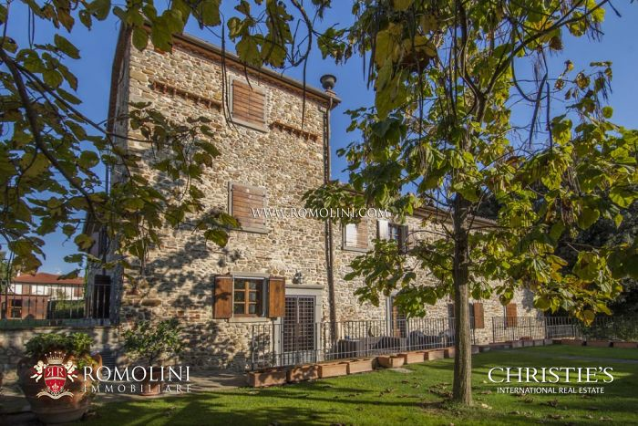 VILLA CASTELLUCCIO: COMPLETELY RESTORED FARMHOUSE FOR SALE IN CAPOLONA, Arezzo, Tuscany