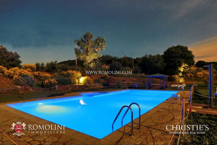 8 HA FARM WITH AGRITURISMO IN VAL D ORCIA: Property for sale in Val d Orcia, Tuscany, Siena