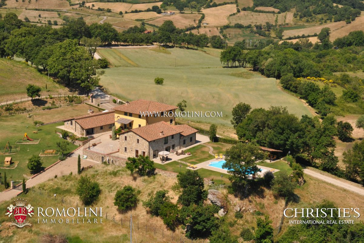 COMPLEX WITH THREE LUXURY VILLAS , POOL AND LAND FOR SALE TUSCANY